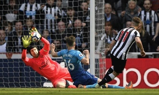 Petr Cech lên tiếng bất ngờ về mục tiêu còn lại của Arsenal mùa giải này