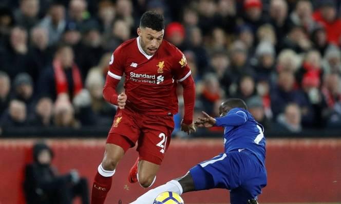 Liverpool rơi 'vàng', Chelsea suýt ôm hận vì người cũ