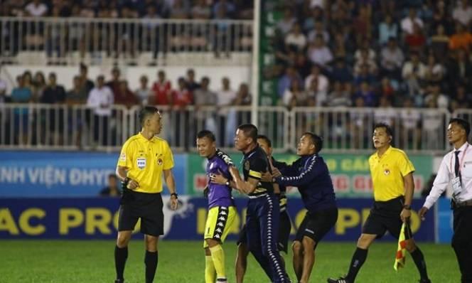 Xúc phạm trọng tài, Hà Nội FC nhận 5 án phạt từ VFF