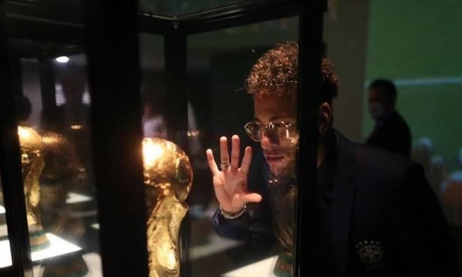 Trước thềm World Cup, Neymar 'tâm sự mỏng' với cúp vàng