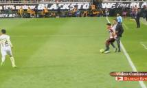 HY HỮU: HLV rời băng ghế chỉ đạo vào 'tranh bóng' với cầu thủ đối phương