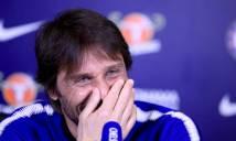 HLV Conte đỏ mặt vì bị vợ cắt ngang cuộc họp