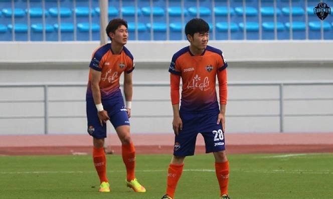 Xuân Trường gây ấn tượng với HLV Gangwon FC ở trận ra mắt