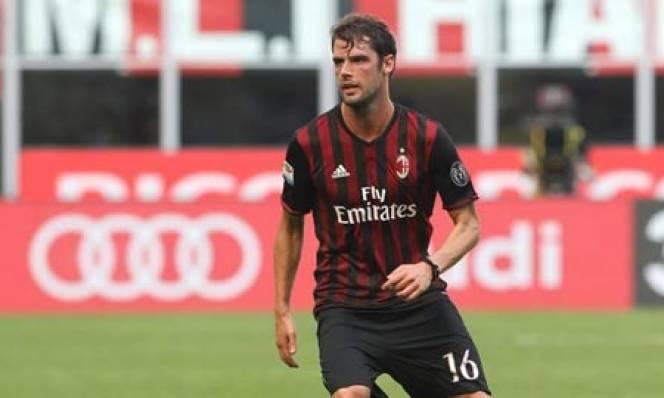 Milan thanh lý hợp đồng với Poli: Còn đâu điểm tựa Ý nơi giữa sân San Siro