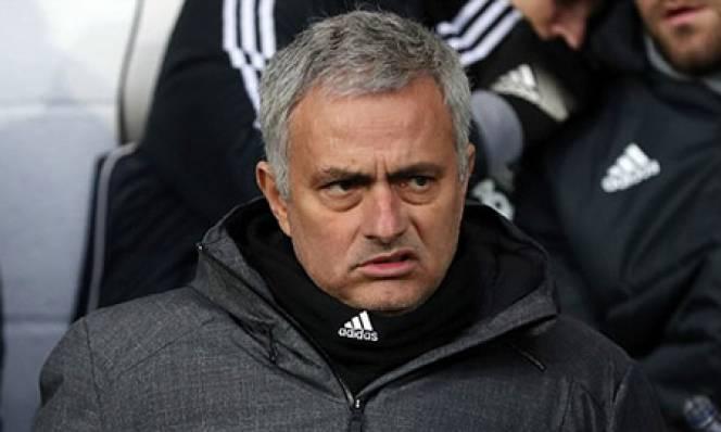 Gọi nhầm tên HLV đối thủ, Mourinho xem nhẹ chiến thắng của MU