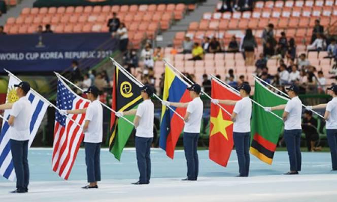Quốc kỳ Việt Nam lần đầu tiên tung bay ở đấu trường World Cup