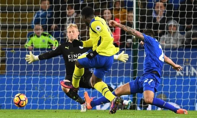 Leicester chìm trong khủng hoảng, West Ham tiếp đà hồi sinh