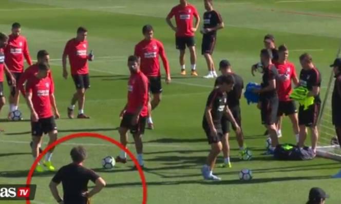 Về Atletico, Diego Costa lại tiếp tục gây sự