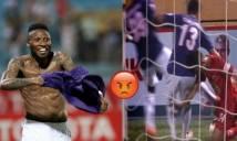 Trọng tài quốc tế: 'Samson phải bị thẻ đỏ'