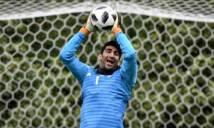 Thủ môn 'lên đồng' ở Asian Cup nhờ biệt tài... ném đá