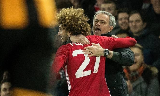 Cái ôm của Fellaini - Mourinho và niềm tin Quỷ đỏ