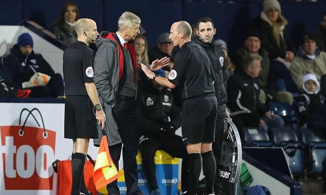 Trọng tài thừa nhận xử oan Arsenal