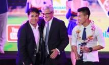 HLV Hữu Thắng bỏ dở Gala tổng kết V-League 2016 vì cảm thấy bị xúc phạm