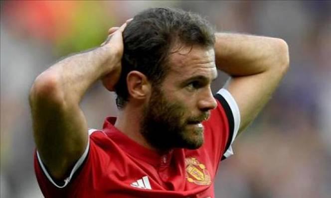 Mata kêu gọi đồng đội M.U đoàn kết sau trận thua Huddersfield