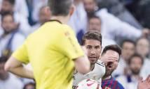 Trọng tài trận Siêu kinh điển: Messi tự va mặt vào tay Ramos