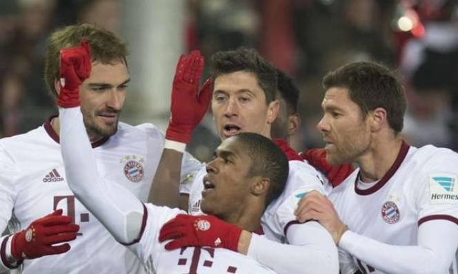 Lewandowski lập cú đúp, Bayern nhọc nhằn đánh bại Freiburg