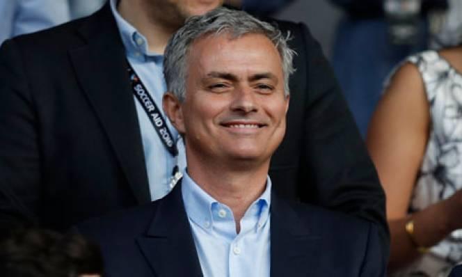 Mourinho chơi chiêu, dùng PSG vòi M.U lương khủng