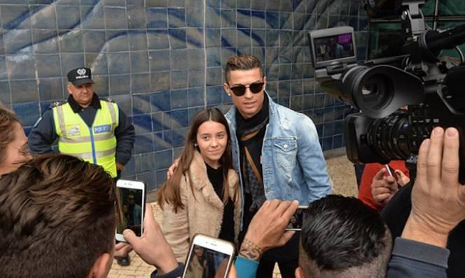 Ronaldo rước bồ về Madrid, sống như vợ chồng