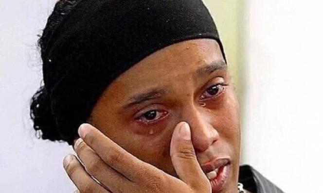 Ronaldinho tri ân người hâm mộ đầy cảm động sau khi CHÍNH THỨC giải nghệ