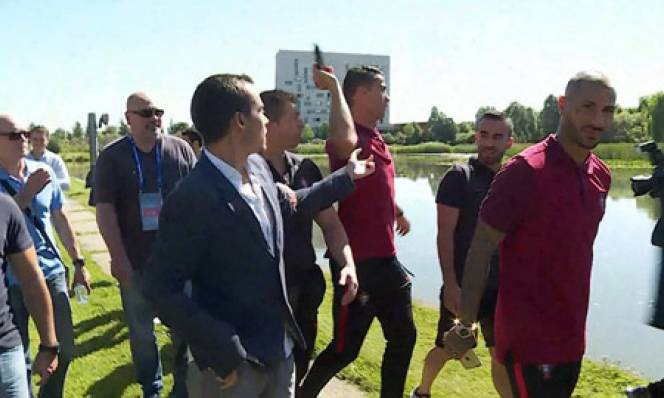 Nhà đài Bồ yêu cầu Ronaldo xin lỗi