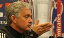 Đấu Tottenham, Mourinho bất ngờ được 'hàng xóm khó ưa' giúp đỡ