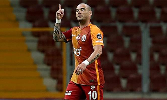 Galatasaray thanh lý hợp đồng với Sneijder
