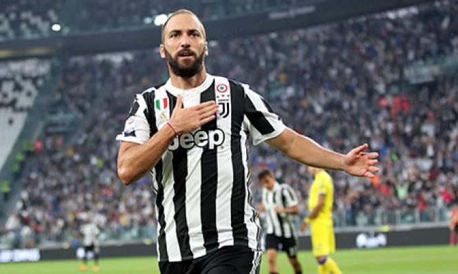 Higuain quyết trụ lại Juventus dù bị ghẻ lạnh