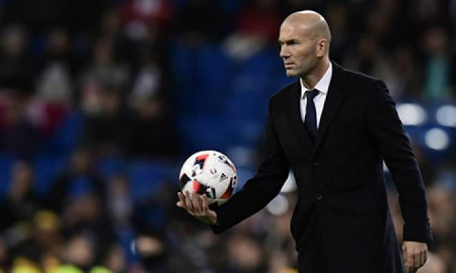 Roma bất ngờ cạnh tranh Zidane với M.U