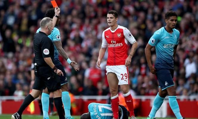 Điểm tin sáng 23/1: Higuain lập kỷ lục, Xhaka là 'vua thẻ đỏ'
