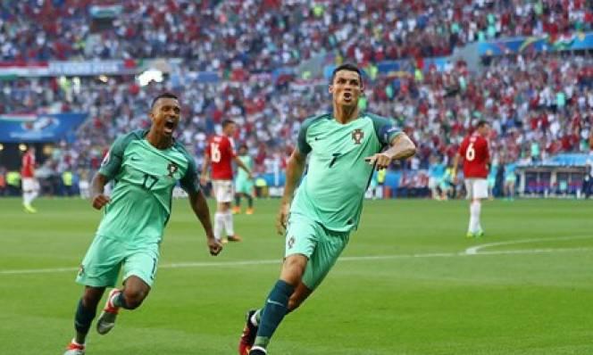 Ronaldo được HLV Hungary khen hết lời