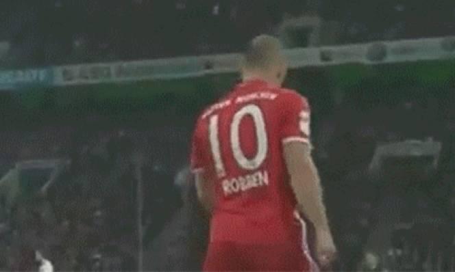 Bắt chước Ronaldo, Robben cũng làm điều này sau khi được cho ra nghỉ