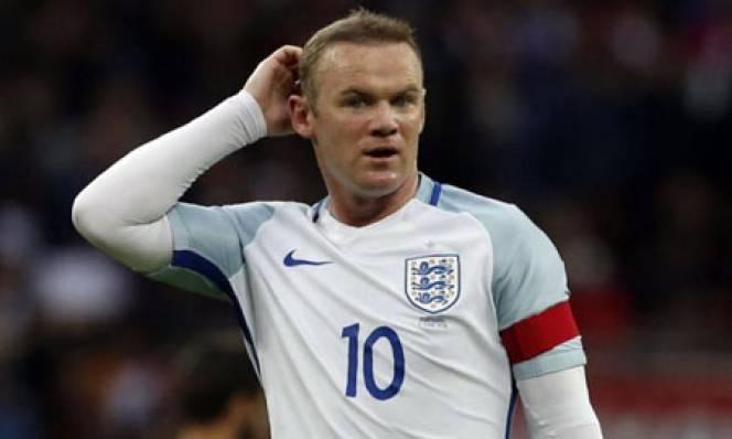 Rooney cười nhạo trò khiêu khích của Bale