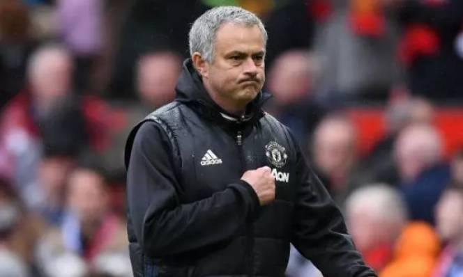 Jose Mourinho từ chối PSG để ở lại giúp MU vô địch Premier League