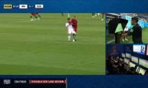 Ronaldo thoát thẻ đỏ nhờ sự thiếu minh bạch của VAR