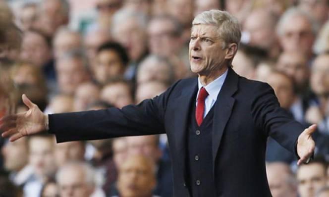 HLV Wenger công kích trọng tài sau trận thua Everton