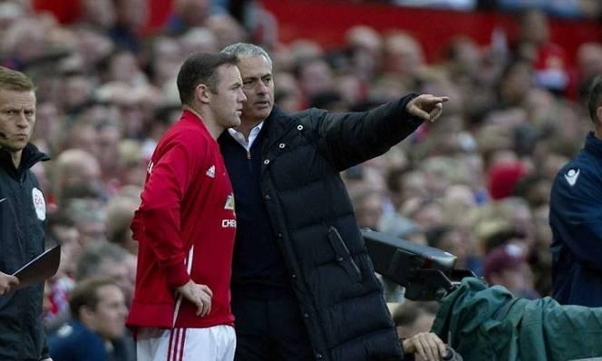Chứng kiến phong độ sa sút, Mourinho lên tiếng cảnh báo Rooney