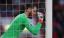 Ngày mới đến Old Trafford, De Gea bị Ferdinand và Evra 'dằn mặt'
