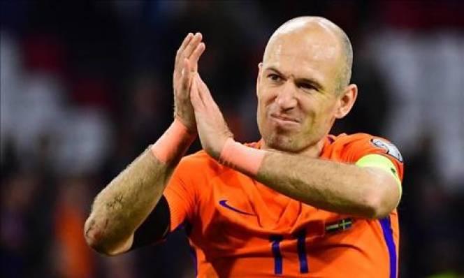 Arjen Robben tuyên bố giã từ sự nghiệp quốc tế