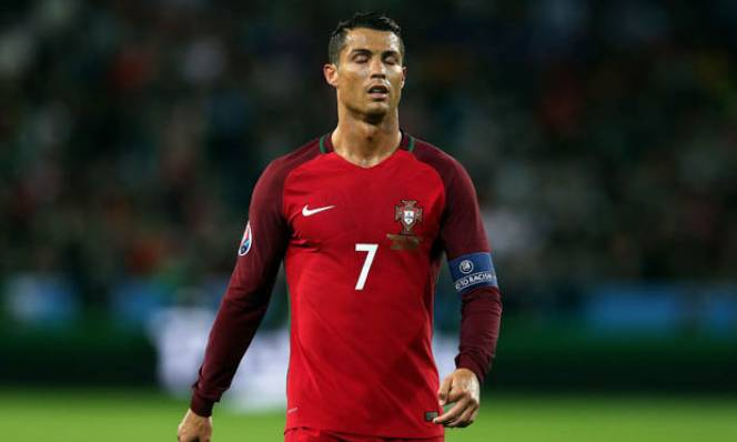 Ronaldo tức tối mỉa mai Iceland sau trận hoà thất vọng