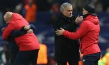 Thua đau Sevilla, Mourinho vào hẳn phòng thay đồ 'hỏi thăm' đối thủ