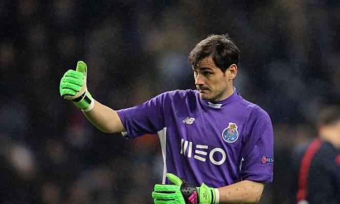 Casillas và điều khoản kích hoạt gia hạn hợp đồng 'dị'