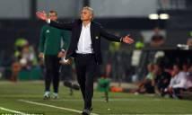 Mourinho lại làm hành động quen thuộc này sau thất bại