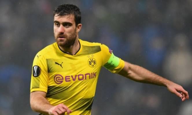 Man Utd bất ngờ 'đụng' Arsenal khi săn trung vệ Dortmund
