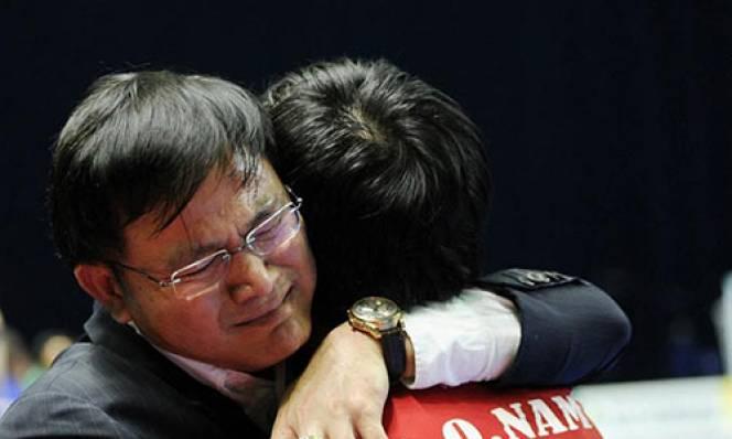 Bầu Tú cảm ơn NHM đã luôn sát cánh cùng tuyển futsal Việt Nam
