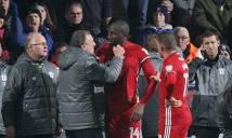 Hậu vệ Cardiff bất ngờ gây gổ với HLV trưởng