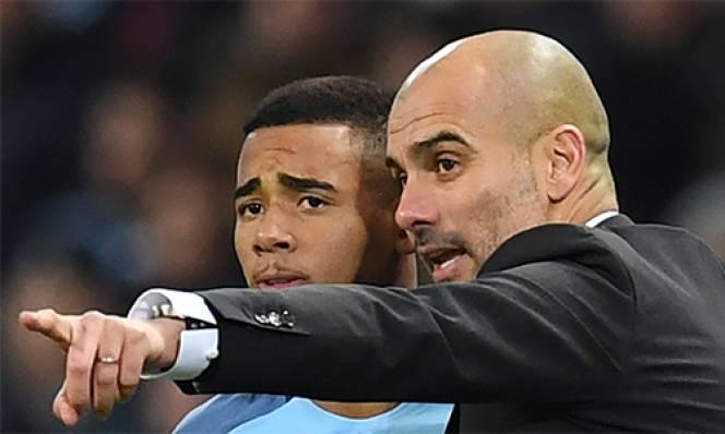 Guardiola: 'Gabriel Jesus giống Eto'o nhưng vẫn thua Ronaldo'