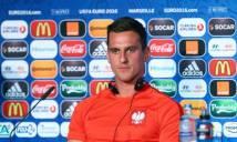 Tuyển thủ Ba Lan được huyền thoại Bergkamp dạy cách ghi bàn
