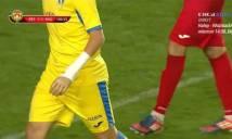 Cầu thủ tuổi teen đeo tay giả lần đầu thi đấu giải quốc gia