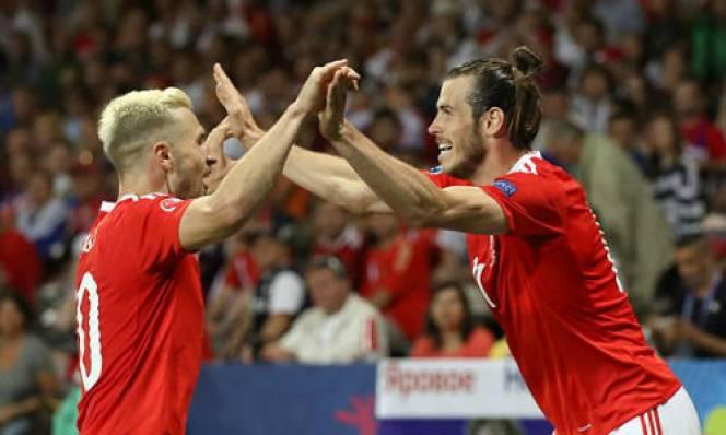 Vùi dập Nga, Wales đi tiếp với ngôi nhất bảng