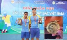 Bi hài: Phần thưởng cho nhà vô địch quần vợt là HCV… bơi lội